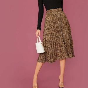 SHEIN Cheetah Leopard Print Pleated Skirt